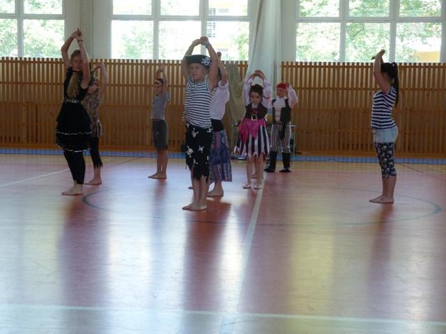 Závěrečná taneční soutěž tanečních kroužků, ZŠ Krmelín - soutěžní vystoupení PIRÁTI