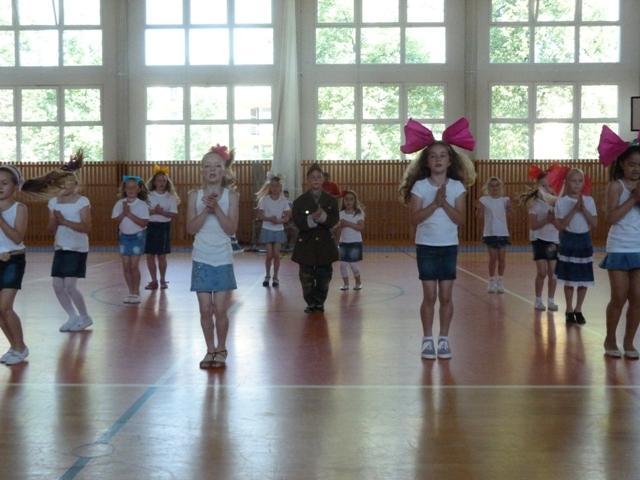Závěrečná taneční soutěž tanečních kroužků, 11. ZŠ - soutěžní vystoupení TANCUJ, TANCUJ