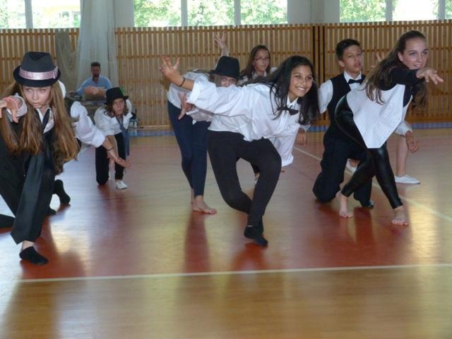 Závěrečná taneční soutěž tanečních kroužků, 4. ZŠ - soutěžní vystoupení AMERICANO