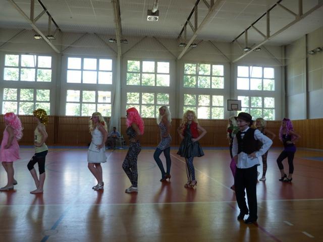Závěrečná taneční soutěž tanečních kroužků, 8. ZŠ - soutěžní vystoupení BAD ROMANCE
