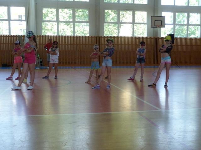 Závěrečná taneční soutěž tanečních kroužků, ZŠ Baška - soutěžní vystoupení DANZA KUTURO
