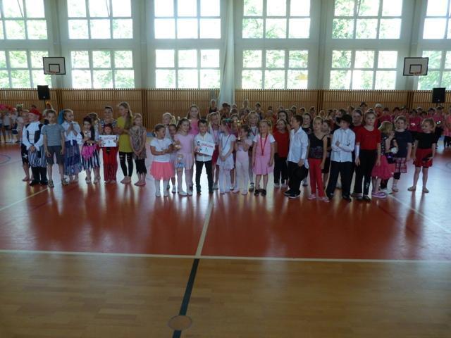 Závěrečná taneční soutěž tanečních kroužků, Stupně vítězů :-) - začátečníci