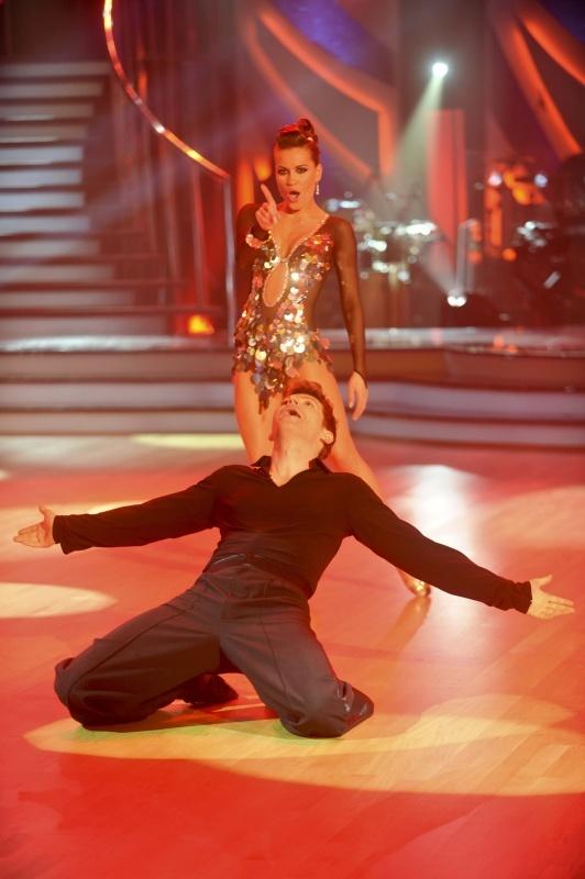 První večer, Simona a David tančí cha-chu.